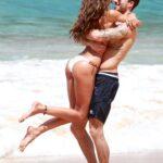 La top model Izabel Goulart in bikini con il suo nuovo boyfriend (FOTO)