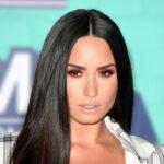 Demi Lovato svela sui social il suo nuovo taglio di capelli