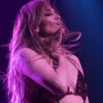 Jennifer Lopez, finale con striptease a Las Vegas (FOTO)