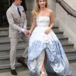 Lily James, la protagonista di Mamma Mia 2 arriva alla premiere (FOTO)