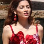 Blanca Blanco splendida con un bel vestitino rosso (FOTO)