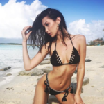 Kendall Jenner e Bella Hadid paparazzate in piscina