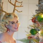Katy Perry ha sorpreso i fan con un nuovo singolo di Natale (VIDEO)
