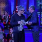 Fiorello irrompe in studio a I Soliti Ignoti e scherza con Amadeus (VIDEO)