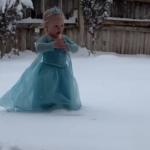 Vede la neve per la prima volta: bimba vestita da Frozen fa mezzo milione di like (VIDEO)