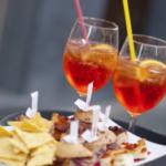 A Milano c'è chi si è inventato 'l'aperivirus' al bar (FOTO)