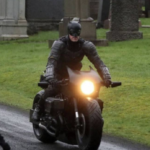 "L'incidente di ""Batman"" su una moto durante le riprese del suo nuovo film (VIDEO)"