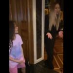 """Mariah Carey canta e si """"intrufola"""" nel video Tik Tok di sua figlia – GUARDA"""