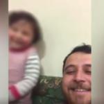 Siria, cadono le bombe: papà inventa il 'gioco delle risate' (VIDEO)