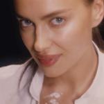 Irina Shayk reinterpreta la scena di Ghost (VIDEO)
