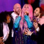 Il video di Kesha che canta agli MTV EMA 2017