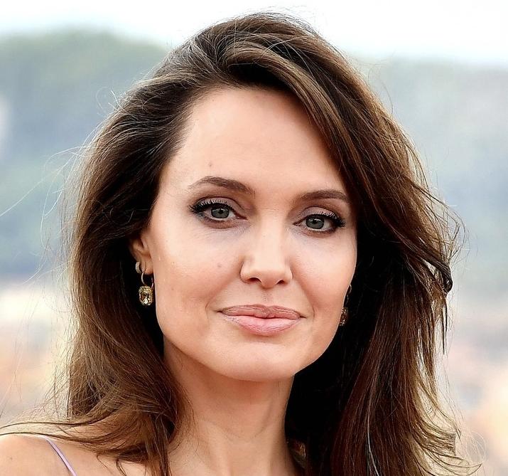 Un naso come quello di Angelina Jolie
