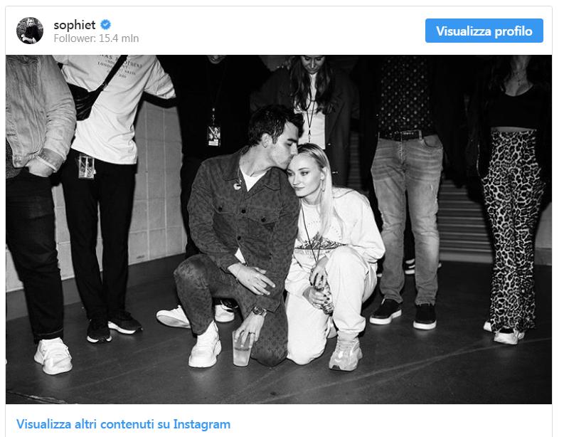 Joe Jonas e Sophie Turner aspettano insieme il loro primo figlio