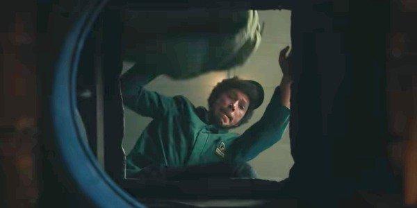 Joel Fry come Jasper Badun.