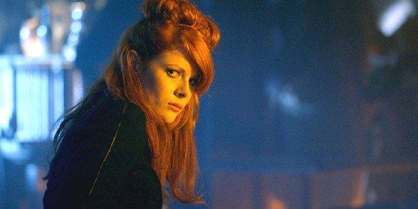 Emily Beecham nei panni della vedova in Into the Badlands.