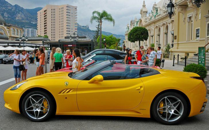 30+ fatti sulla vita a Monaco dove c'è un milionario dietro ogni angolo