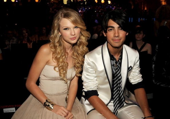 """""""Tu appartieni a me"""" cantante e membro dei Jonas Brothers"""